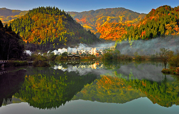 婺源秋季摄影攻略 晨雾里的妖娆红枫